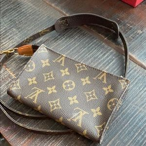 Louis Vuitton bucket pouch with strap